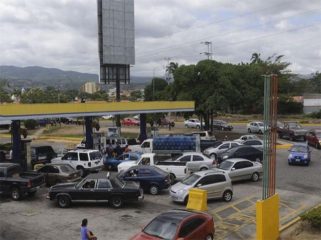 En un país petrolero regularán venta de gasolina por la escasez 30