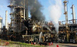 Usuarios reportaron incendio en Refinería El Palito (+Fotos+Video) 4