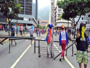 """El grupo """"La Resistencia"""" retomó protestas en Chacao: """"Los políticos nos traicionaron"""" 1"""