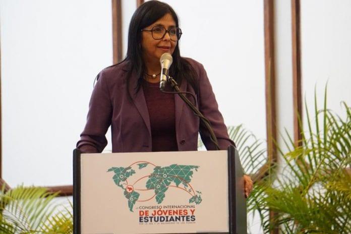 Delcy Rodríguez celebra la entrega de medio Petro 1