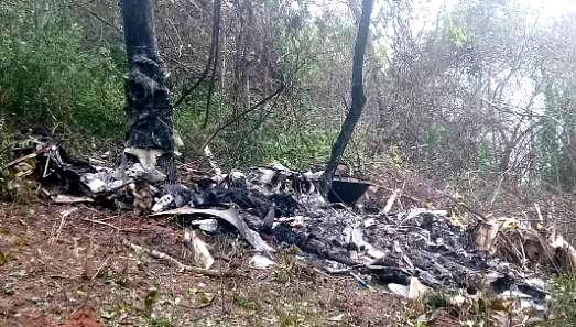 Equipo de rescate retira los cuerpos de los ocupantes de la avioneta siniestrada en Charallave (Video) 1