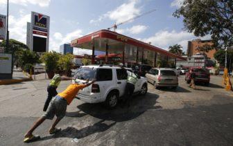Ni Santa se lo caló: Dramaticas colas por gasolina 1