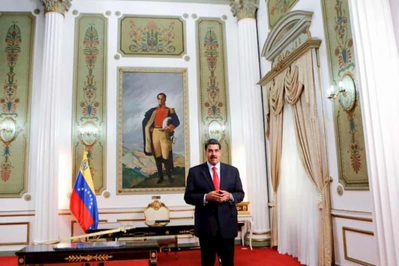 El soborno da sus frutos: Luis Parra es alabando por Maduro; el es presidente de la AN 30