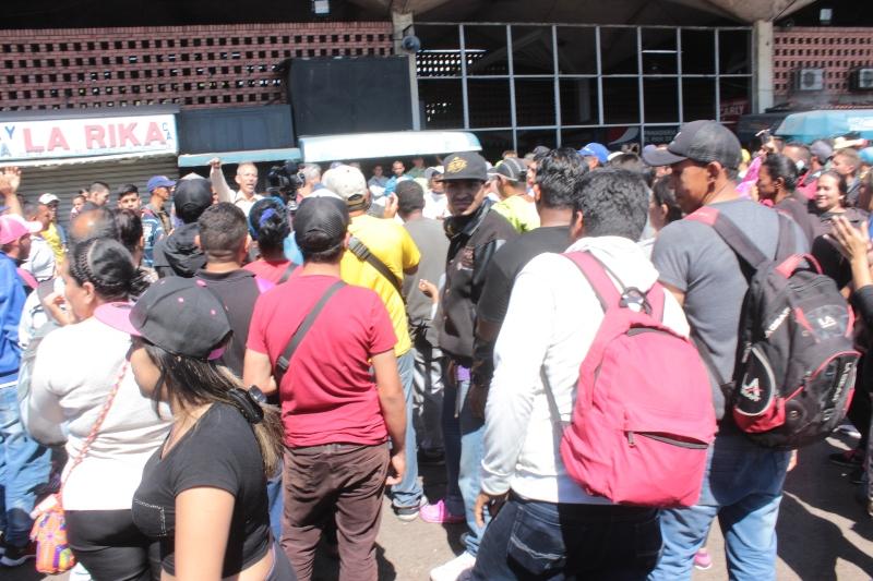 Descontrol total en terminal de San Cristobal: 100 dolares el pasaje 1