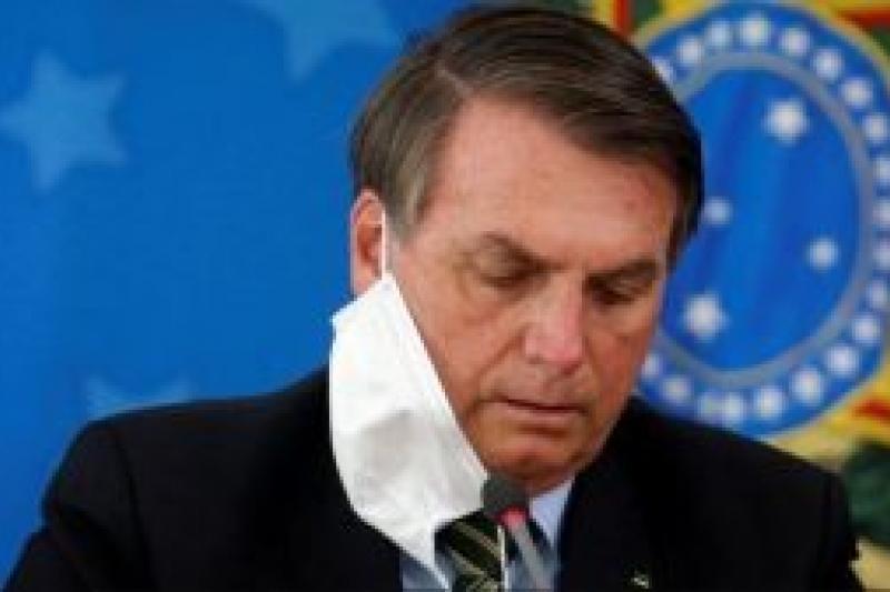 Bolsonaro rechaza vacuna y dice que las máscaras son tabú 8