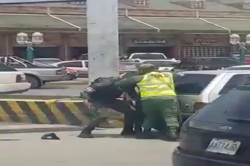 Pelea entre funcionarios de la GNB y un Cicpc por gasolina (video) 1