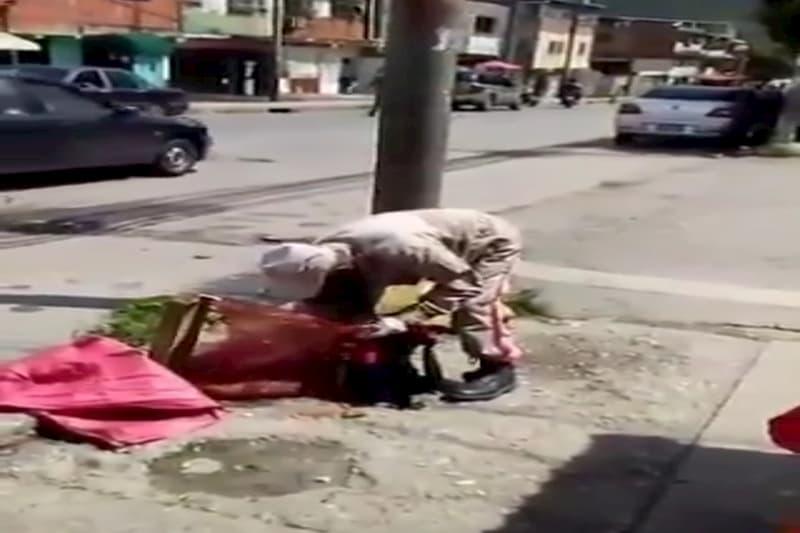 Un miliciano es visto comiendo de la basura (video) 14