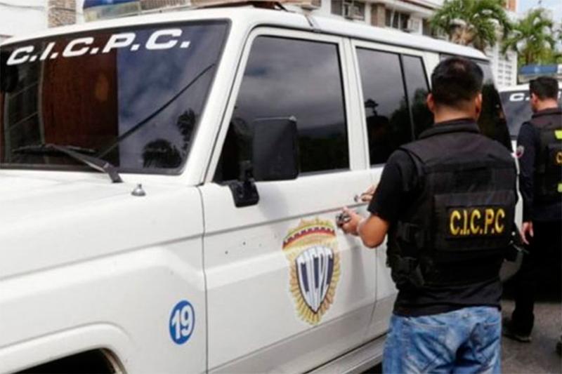"""Así quedó el """"rinoceronte"""" en el que fueron recatados funcionarios del Cicpc que quedaron atrapados en enfrentamiento con delincuentes 3"""