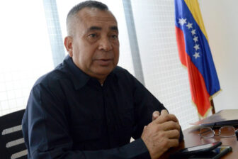 Gobernador del estado Bolívar discute con policías por un aguacate (Video) 1