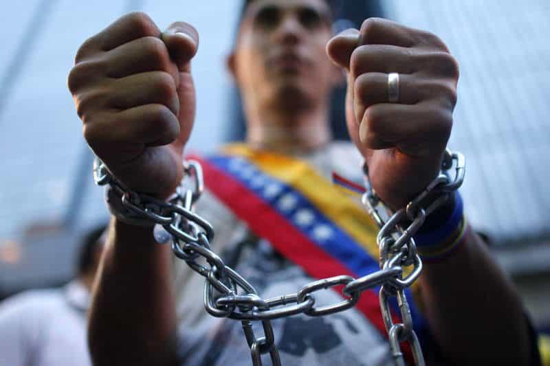 """Expresos políticos rompen el silencio: """"Tenía que grabar un video diciéndole presidente a Maduro"""" 18"""