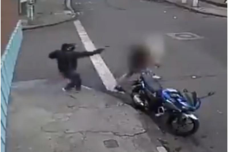 En Video: Un sicario dispara a la cabeza de un hombre y sobrevive 2