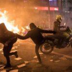 Al menos 5 muertos y 80 heridos es el saldo de las protestas violentas contra la brutalidad policial en Bogotá (fotos) 2