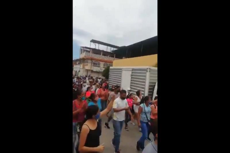 En Aragua salen a las calles a reclamar agua, luz, gasolina y libertad (video) 2
