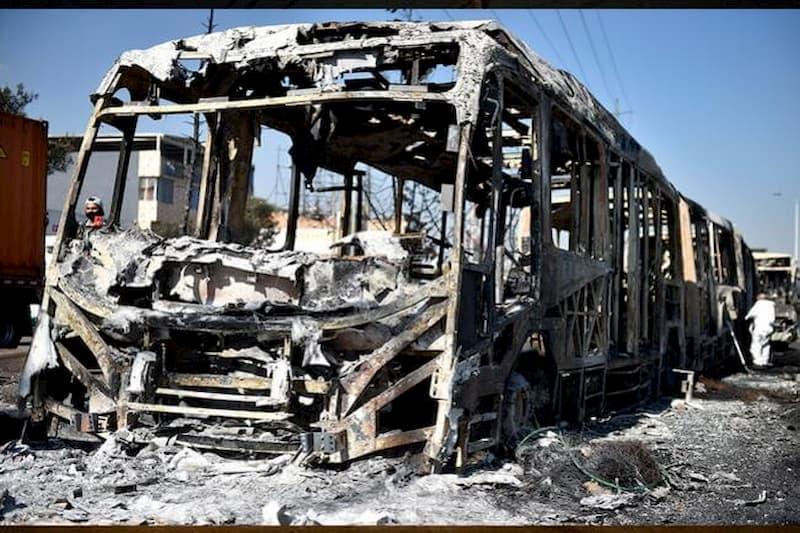 Catorce vehículos de Transmilenio han sido incinerados en protestas (fotos) 9