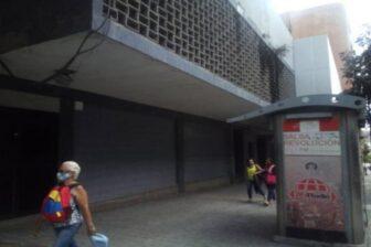 Colectivos invaden edificios en avenidas Universidad y Fuerzas Armadas de Caracas 1