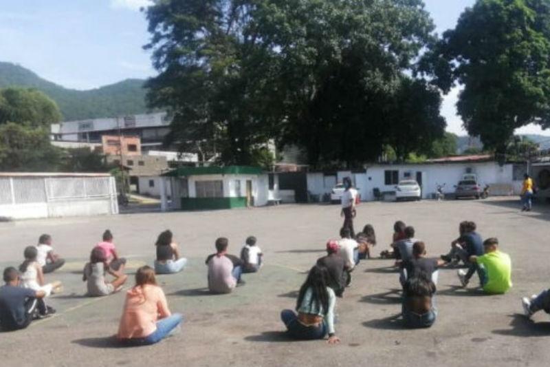 28 Jóvenes fueron detenidos tras organizar una coronaparty en Charallave 1