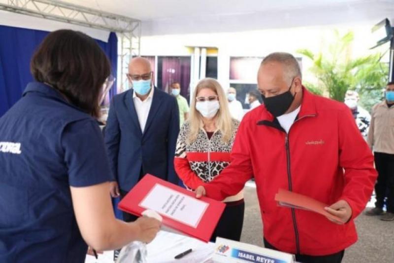 Diosdado Cabello y Cilia Flores serán candidatos a las parlamentarias 9