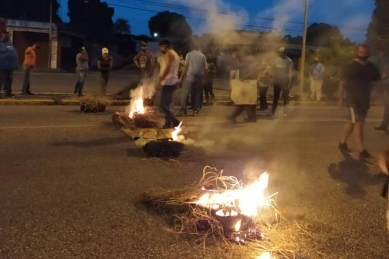Cojedes envuelta en llamas y represión durante protestas contra Maduro (video) 1