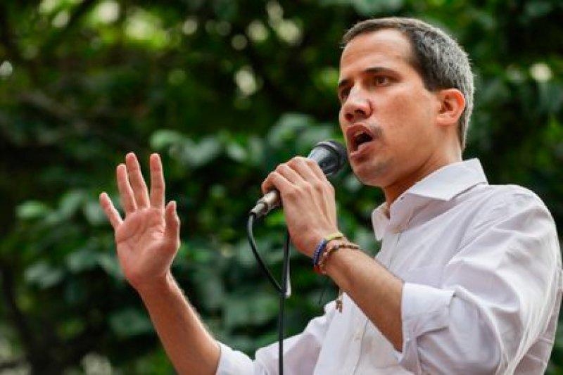 Presentadores del programa Zurda Kondukta intentaron golpear a Juan Guaidó en La Guaira (Video) 2