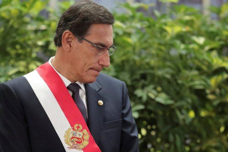 """Por qué destituyeron a Martín Vizcarra y cómo es el """"agujero negro"""" al que se asoma Perú 22"""