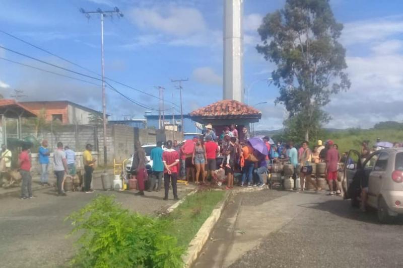 En imágenes: Vecinos de San Carlos protestan por falta de gas y gasolina 17