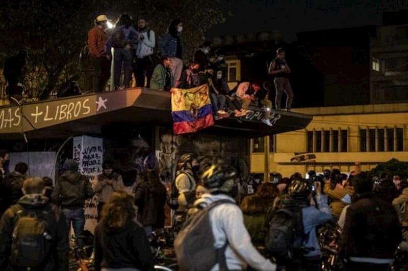 Protestas en el país dejaron 13 capturados, 4 CAI vandalizados y 42 heridos en Bogotá 16