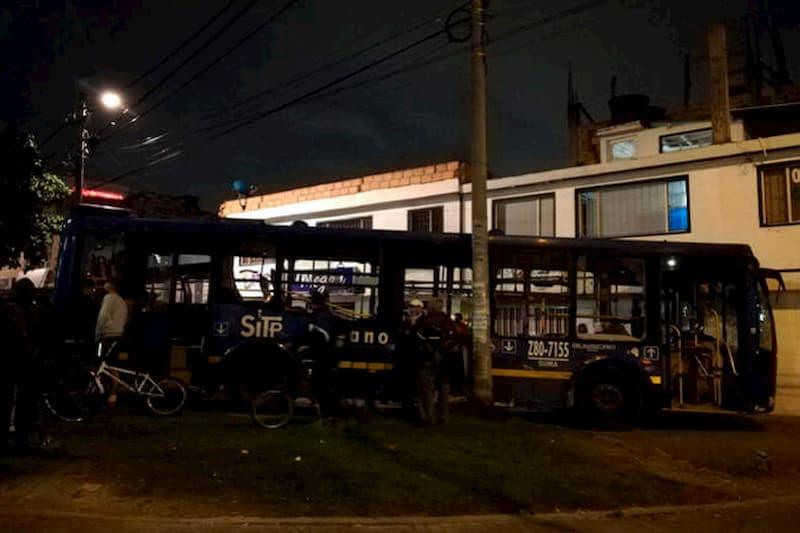 Segundo día de violencia: muere mujer arrollada por vándalos en bus robado (video) 3