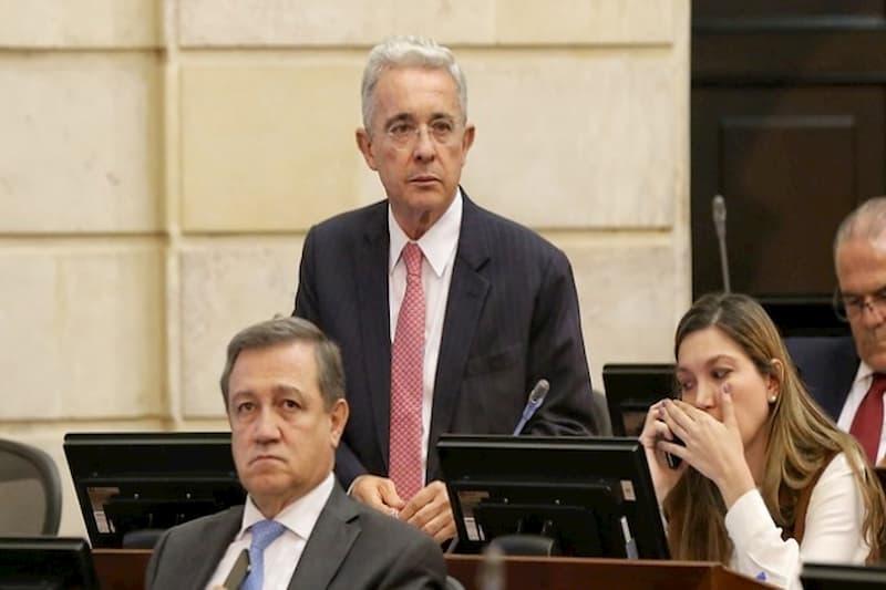 Álvaro Uribe lanza criticas a Santos y a Claudia López por ola de protestas (tweet) 2