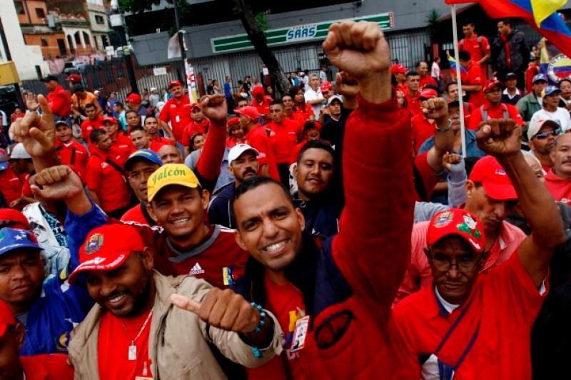 Chavista en La Guaira se las canta a Maduro: Estamos comiendo puro arroz con mantequilla (Video) 8