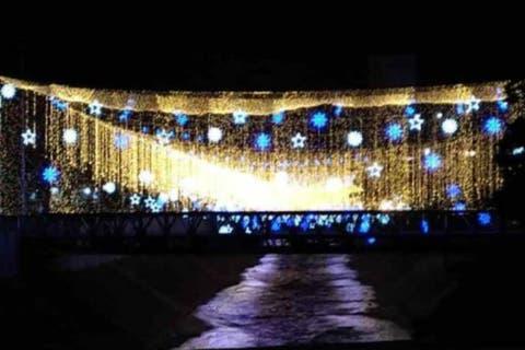 Las navidades de Maduro: V⁰olvió a encender la luces del Río Guaire (imágenes) 15