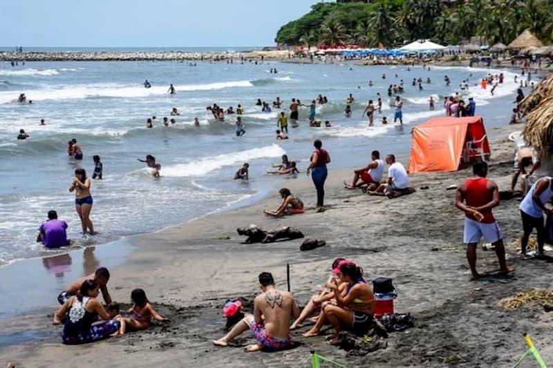 Cierre de playas en Atlántico por ondas tropicales en el mar Caribe 1