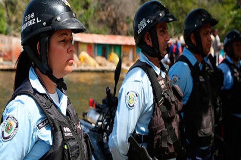 FANB agarró infraganti a policías regionales sacando gasolina del Poliducto Sumandes (Video) 7