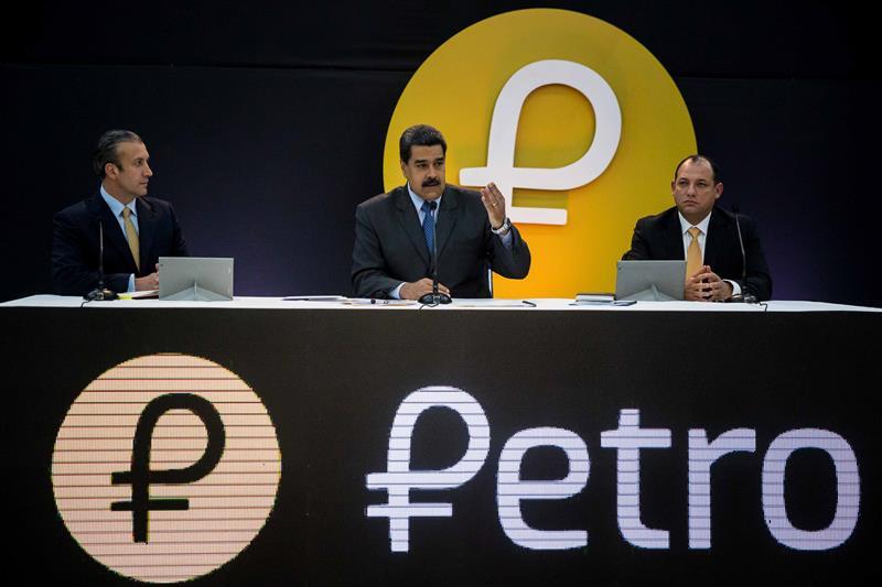 """Maduro informa que los créditos del Banco de la Mujer serán entregados en Petros """"para que no se devalúen"""" 1"""