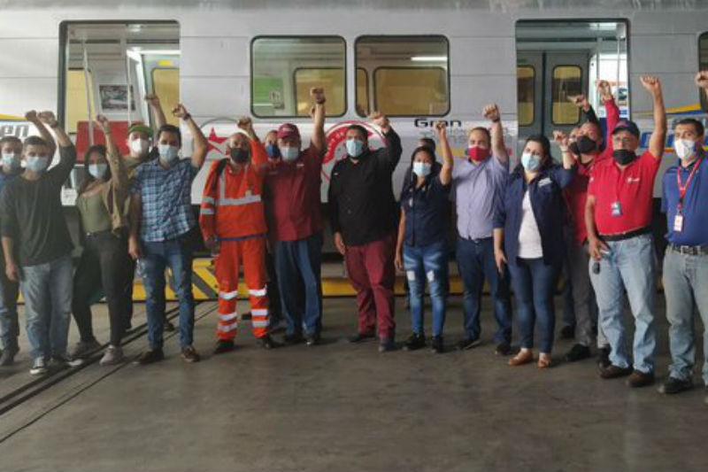 """Así quedaron los trenes """"remodelados"""" del Metro de Caracas: contarán con nueva imagen y menos asientos (Foto) 3"""