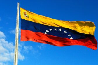 Maduro ordenó discutir un nuevo cambio a la bandera nacional de Venezuela