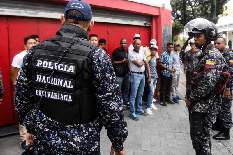 Funcionarios de la PNB cobran entre 10 y 15 dólares para trasladar detenidos a los tribunales 9