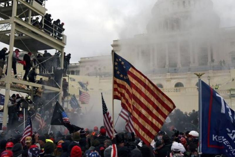 Policía de Washington confirmó 4 fallecidos tras los disturbios en el Capitolio 8