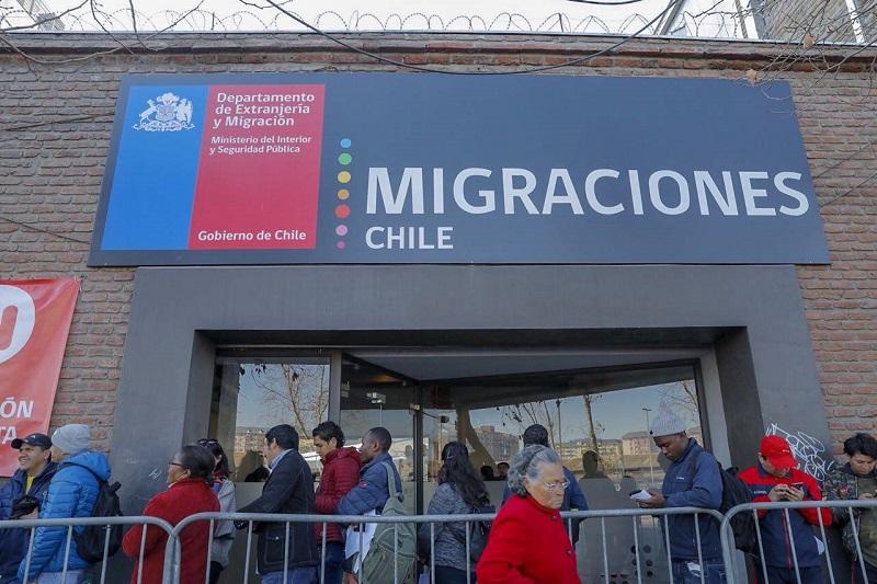 Migrantes irregulares tienen 180 días para salir de Chile antes de ser deportados 2