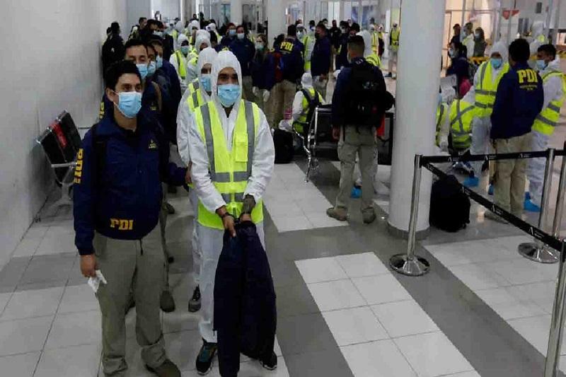 Deportan 55 migrantes venezolanos bajo nueva ley de Chile 1