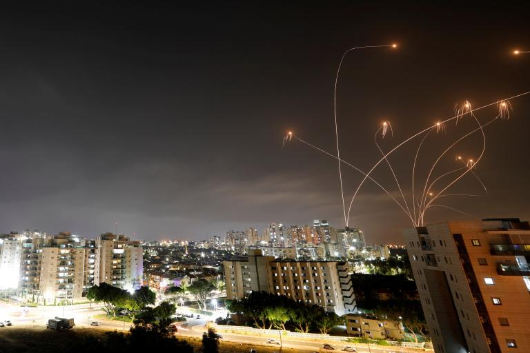 Reportan nuevos enfrentamientos entre palestinos y la policía israelí en Jerusalén 2