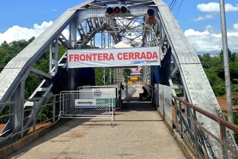 """Califican de """"criminal"""" decisión de mantener cerrada la frontera 9"""