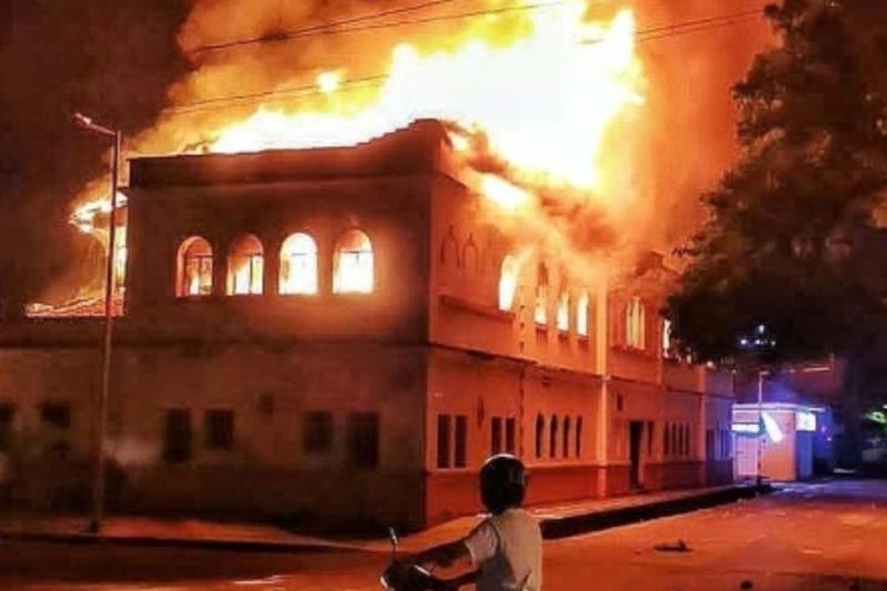 Incendiaron el Palacio de Justicia de Tuluá en nueva jornada de protestas en Colombia (Videos) 2