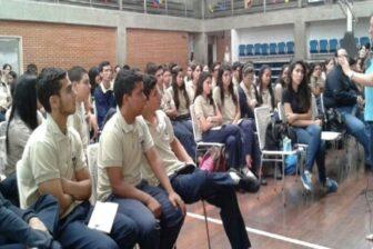 Maduro sugirió cambio de pensum de bachillerato y que entre en vigencia en 2021-2022