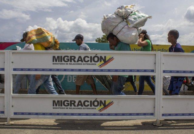 Pese a la reapertura fronteriza emitida por Colombia, el régimen de Maduro impide el acceso a Venezuela (Video) 10