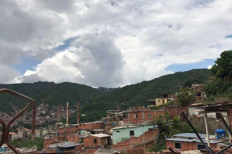 """Reportan nueva balacera en La Vega: la banda del """"Mayeyas"""" estaría retomando el control de las garitas """"conquistadas"""" por las FAES (Videos) 2"""