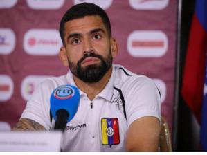 Tomás Rincón se quejó del mal estado de las canchas en Venezuela y presentador de VTV lo critica 1