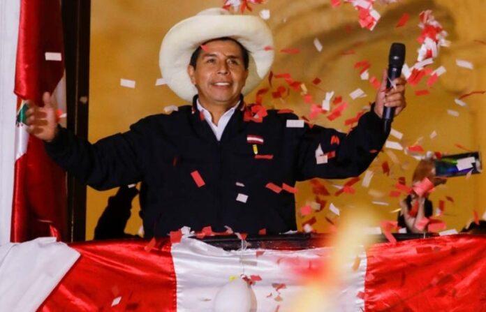 Pedro Castillo asume la presidencia de Perú 3