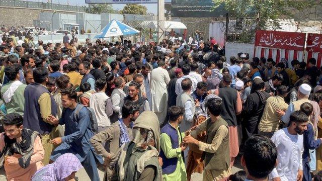 Caos en Afganistán por los talibanes: Al menos cinco muertos en el aeropuerto de Kabul 9