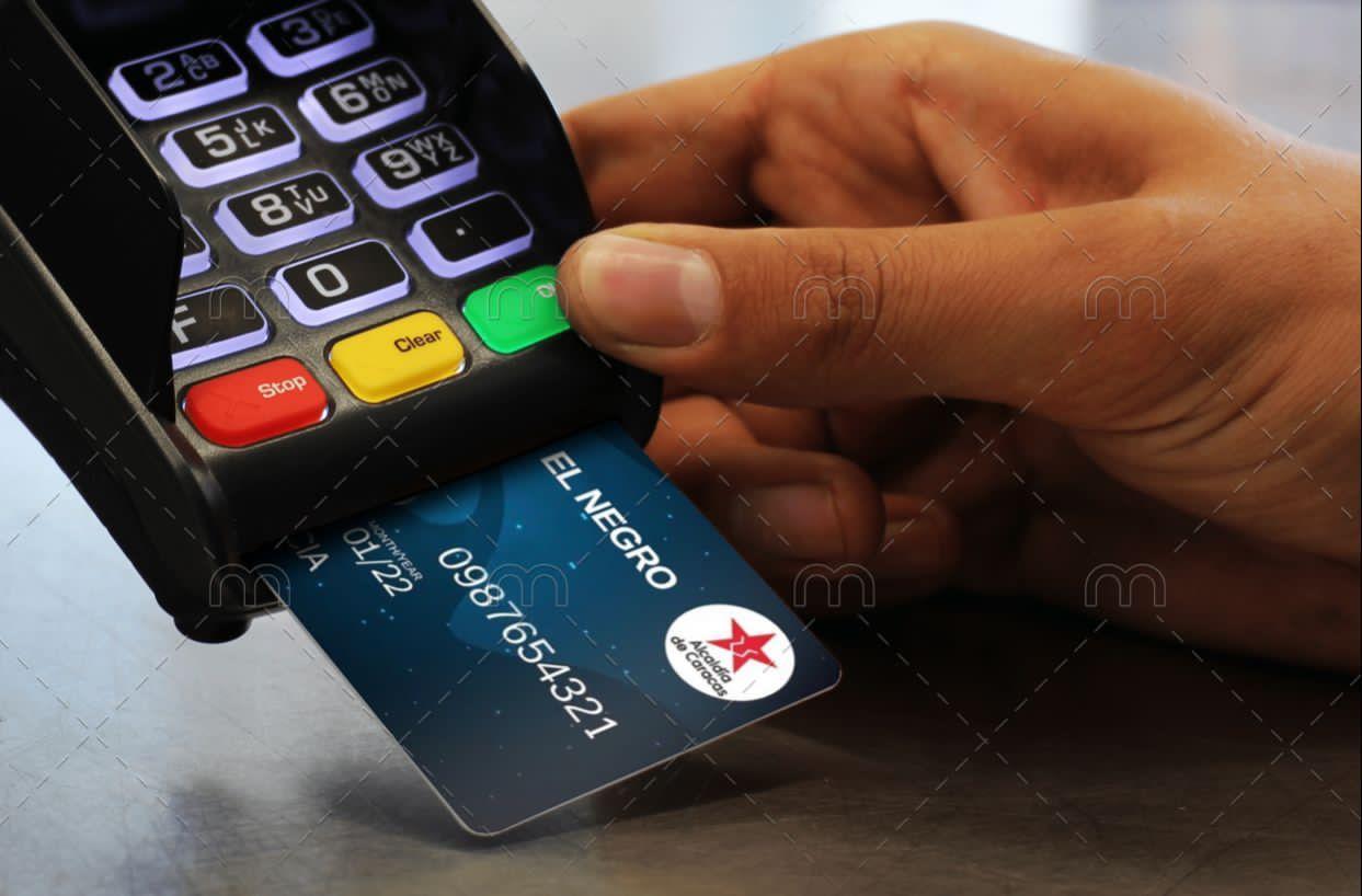 Contratan a Custom Plastic Card en EEUU para imprimir tarjeta El Negro 1